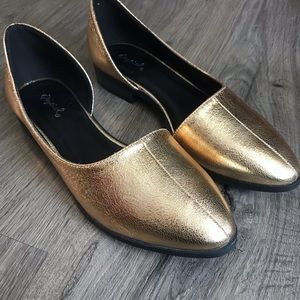 NWOT Qupid Gold Pointed Tpe Flats Size 8